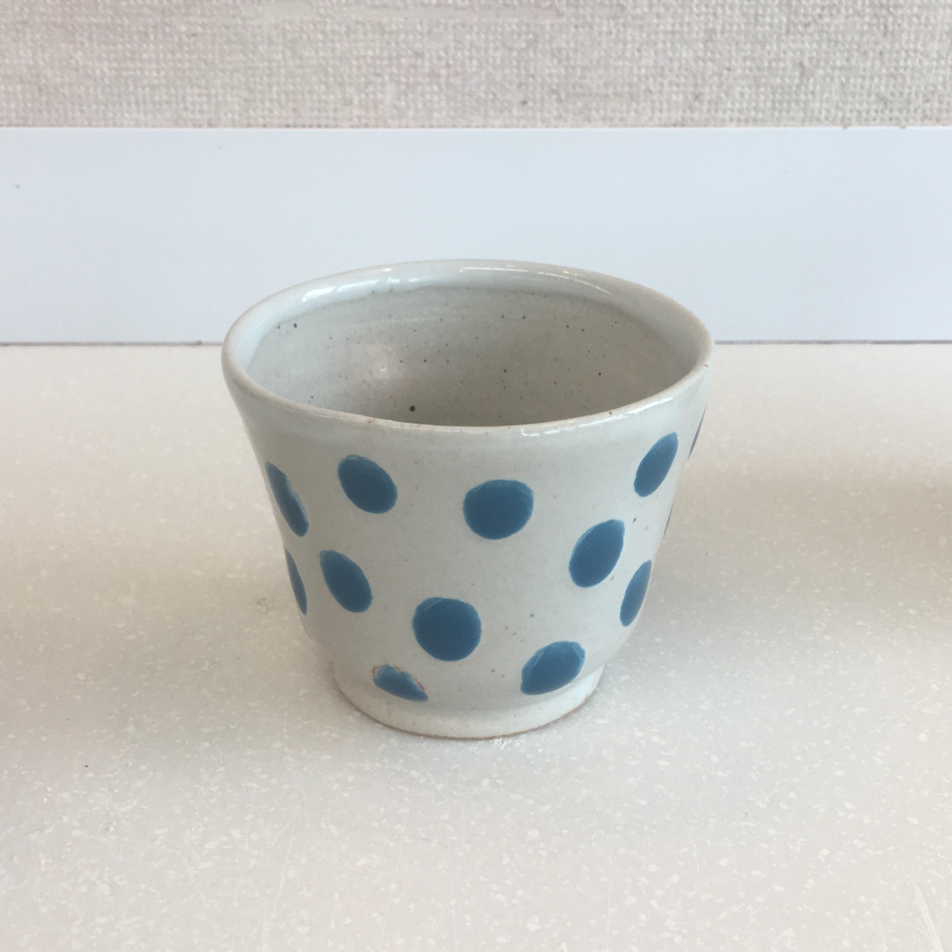乳白釉にトルコ青の水玉